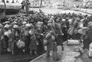 Durham Light Infantry disembark in Grand Harbour